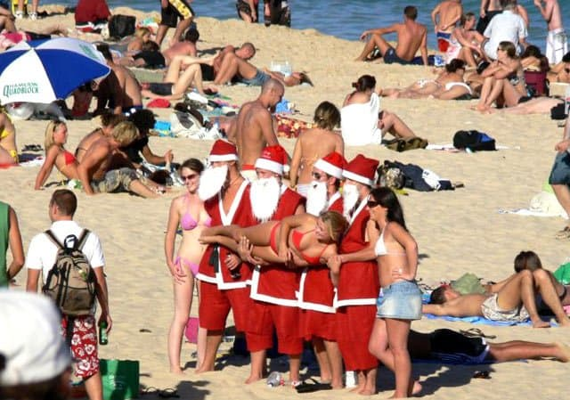 Christmas on Coogee Beach, Australia on GlobalGrasshopper.com