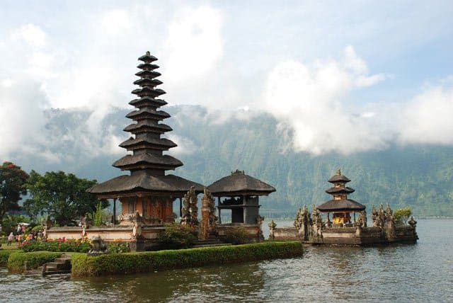 Ulun Danu Temple, Bali on GlobalGrasshopper.com