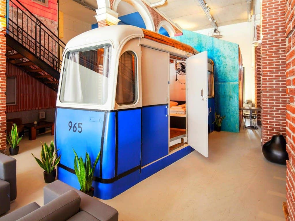 Top 12 cool and unusual hotels in amsterdam boutique for Top unique hotels