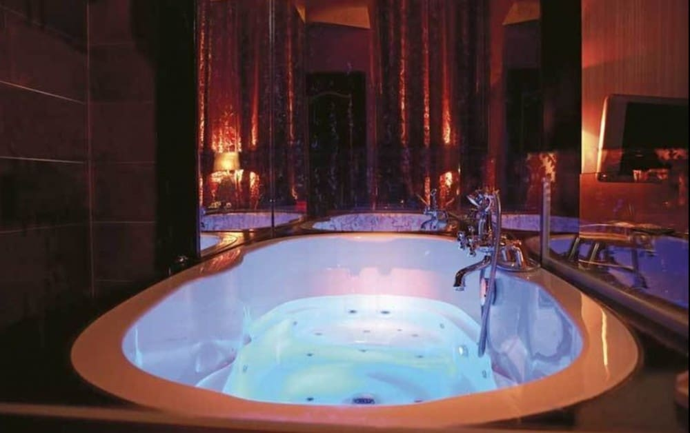 hotels for couples in Amsterdam