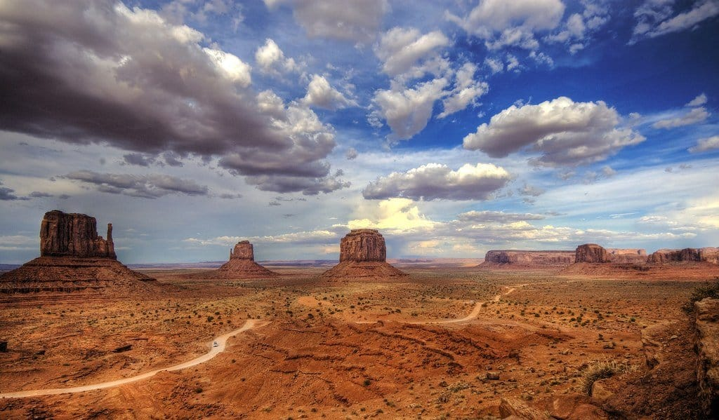 Monument Valley landscape on GlobalGrasshopper.com