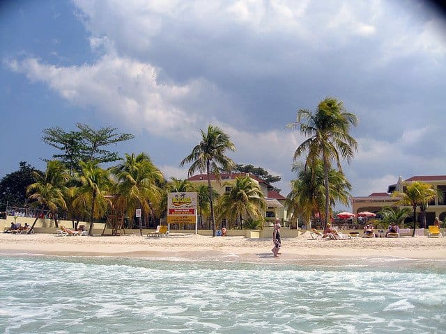 Top 10 best Caribbean beaches, 7 mile beach, on GlobalGrasshopper.com
