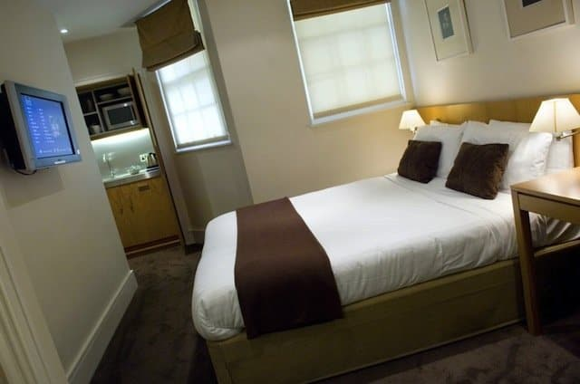 Budget hotels London - A Base2Stay on GlobalGrasshopper.com