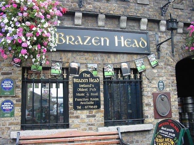 Brazen Head Dublin - best bars in Dublin on GlobalGrasshopper.com