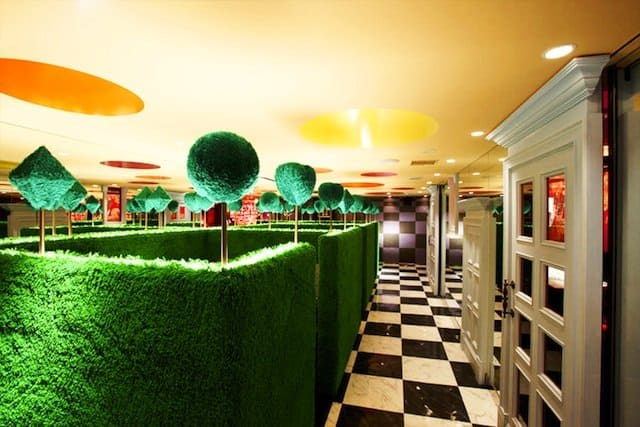 Alice in Wonderland - 10 of the most unusual bars and restaurants in Tokyo