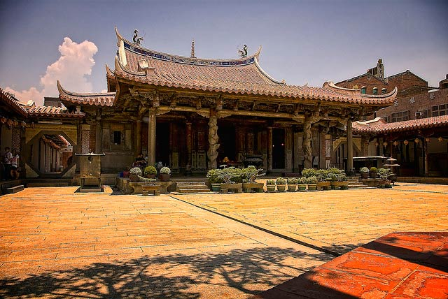 Long Shan Temple - best places to visit in Asia on GlobalGrasshopper.com