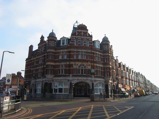 Salisbury Hotel - Best pubs in London on GlobalGrasshopper.com