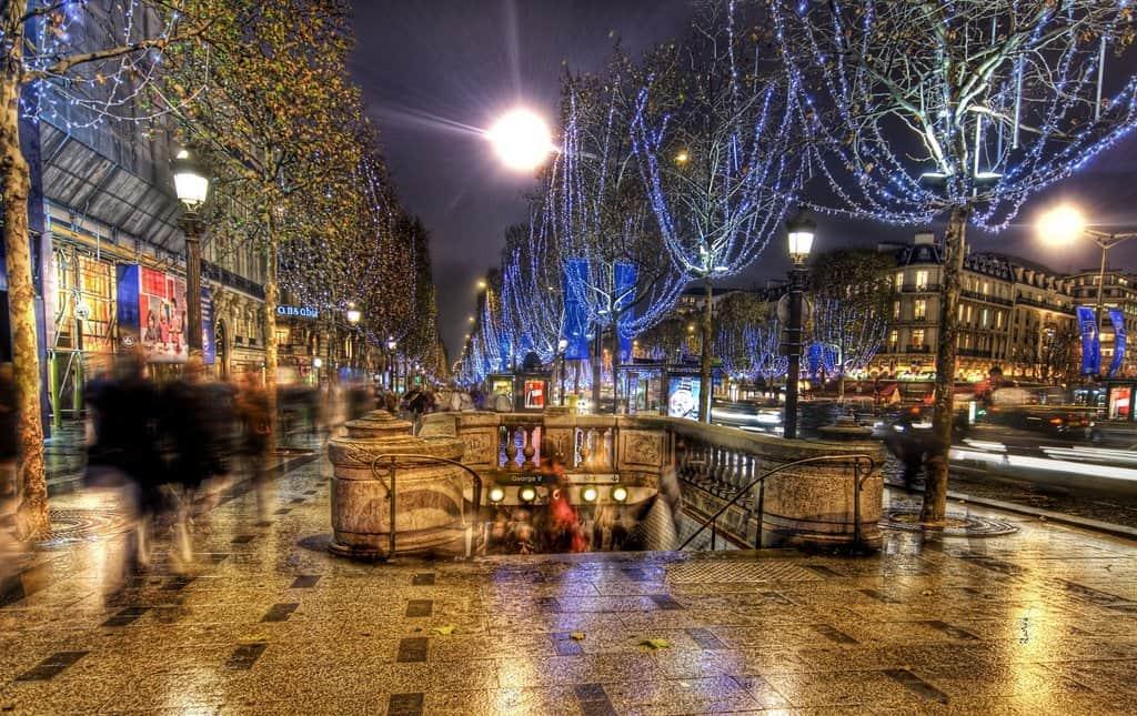 Christmas in Paris on GlobalGrasshopper.com