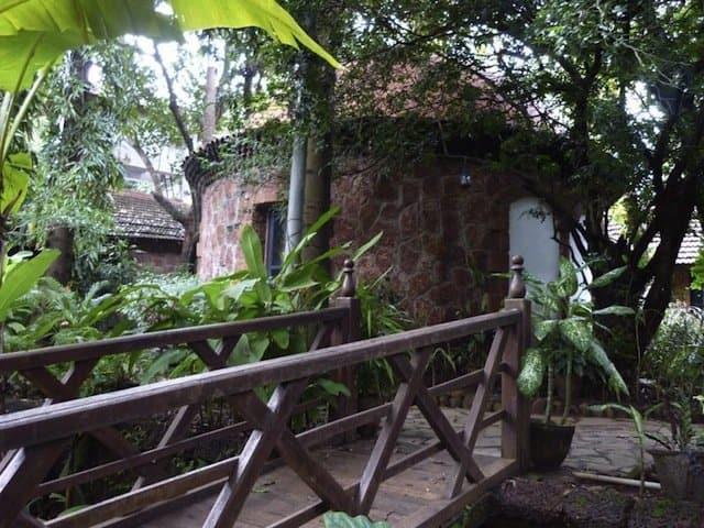 Hotel Laguna Anjuna Goa - cheap spa hotels on GlobalGrasshopper.com
