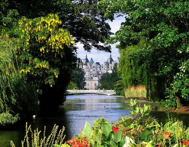St. James's Park - green spaces in London on GlobalGrasshopper.com