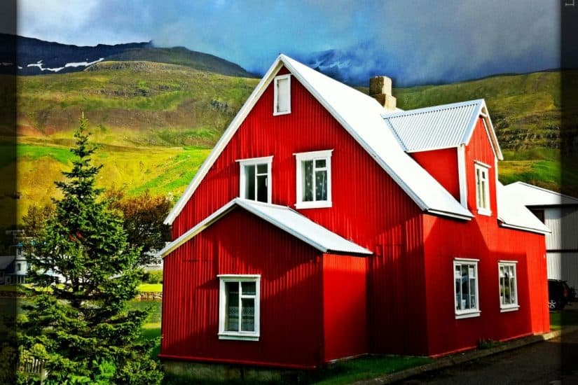 Corrugated houses - Iceland on GlobalGrasshopper.com