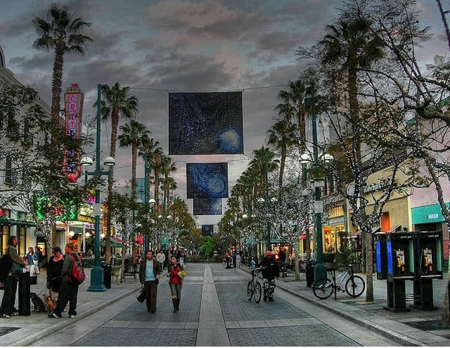 Third Street Promenade - 10 cool things to do in Los Angeles on GlobalGrasshopper.com