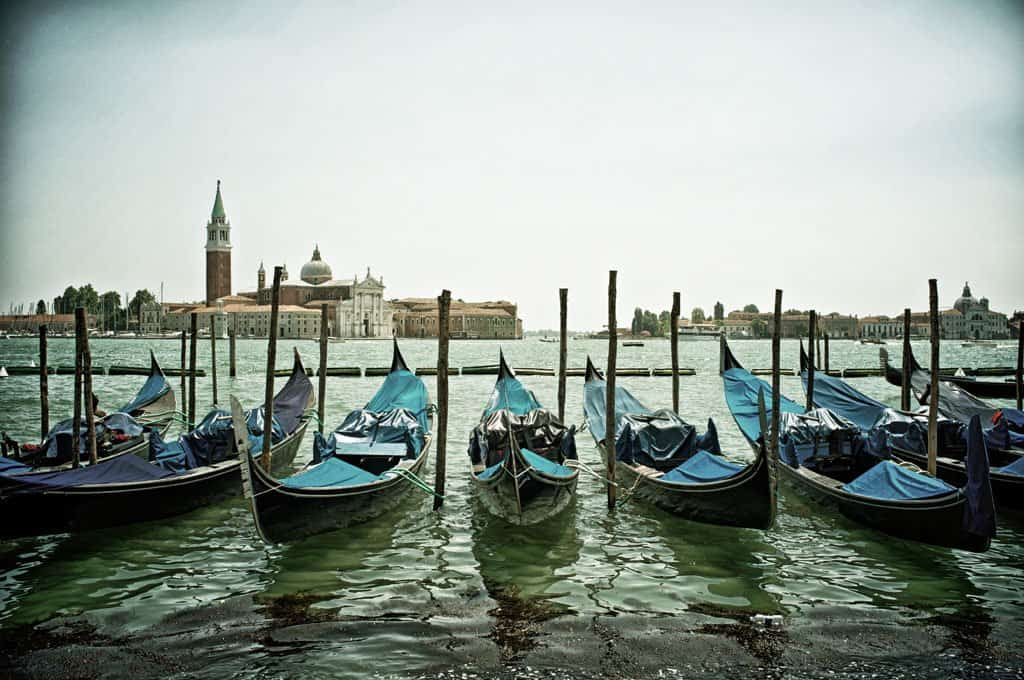 Venice Gondalas - Venice in Big Pictures on GlobalGrasshopper.com