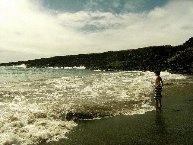 Green Papakolea Beach Hawaii - world's weirdest beaches on GlobalGrasshopper.com