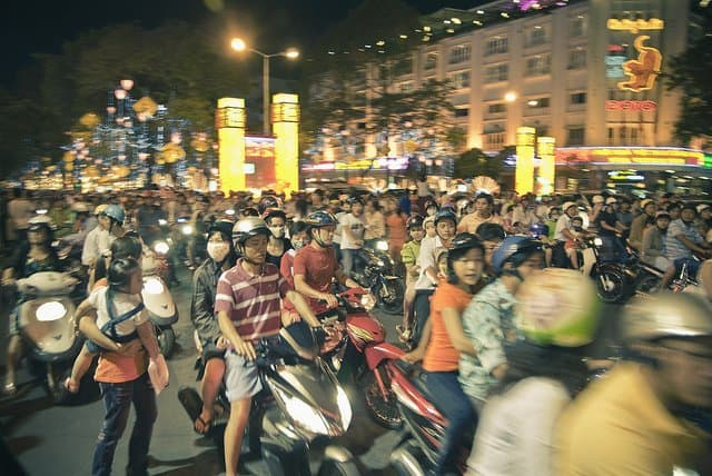 Ho Chi Minh City Mopeds - life in Saigon on GlobalGrasshopper.com