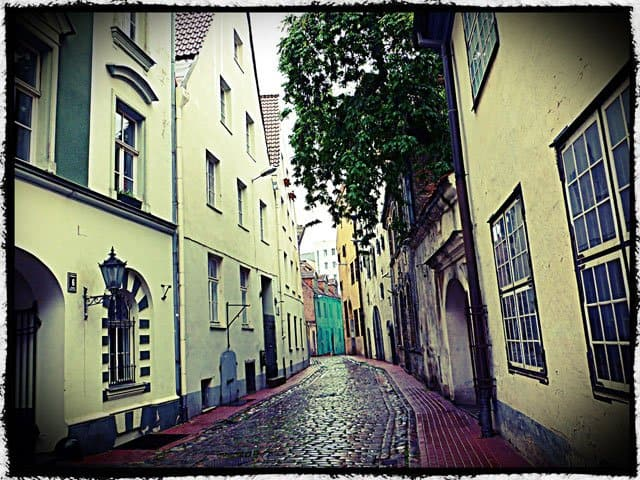Old Town Alleyway, Riga on GlobalGrasshopper.com