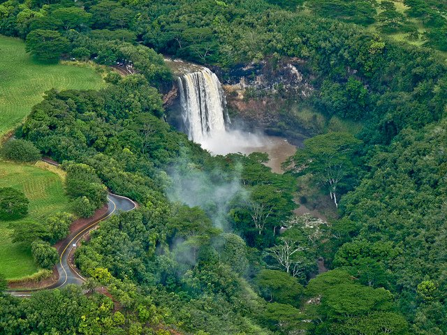 Wailua Falls - Top 10 Most beautiful places to visit in Hawaii on GlobalGrasshopper.com