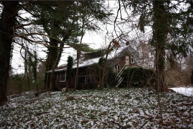 Chandler Estate - haunted Halloween USA on GlobalGrasshopper.com