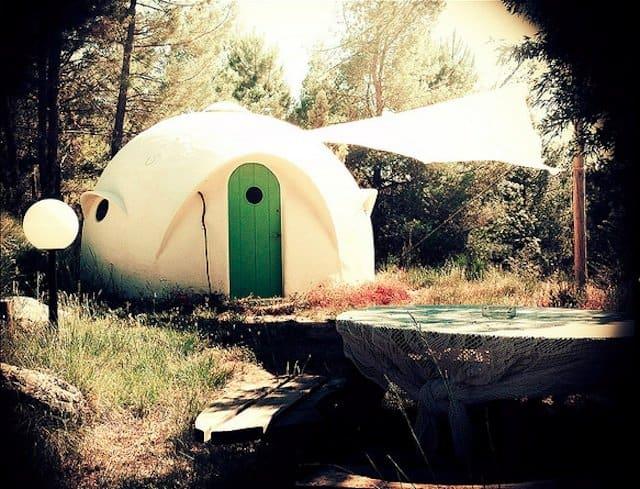 Otro Mundon - Unusual Campsites Europe on GlobalGrasshopper.com