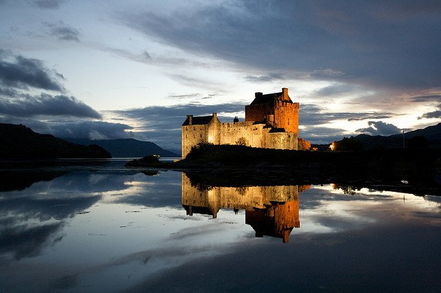eilean donan Castle beautiful lakes
