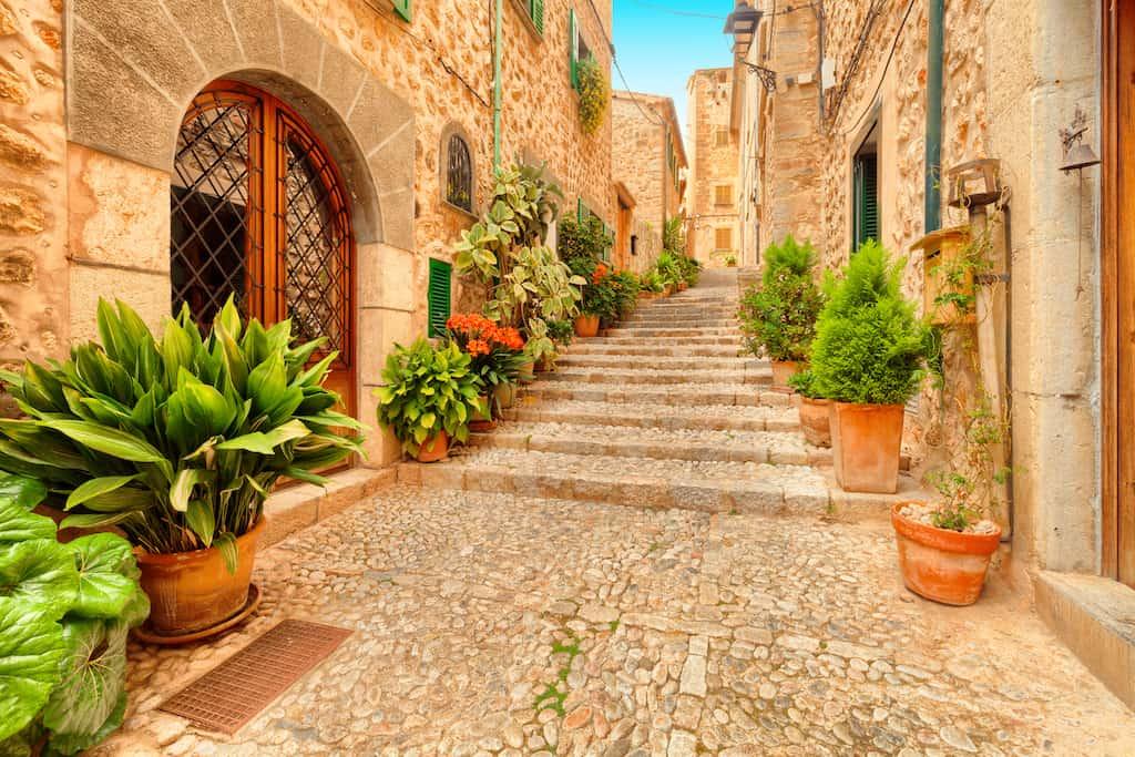 An alternative guide to Majorca for travel snobs Global Grasshopper
