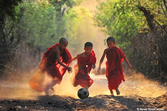 0- Monk-World Cup-Kyaw_Kyaw_Winn-Luminous-Journeys-photo-tours