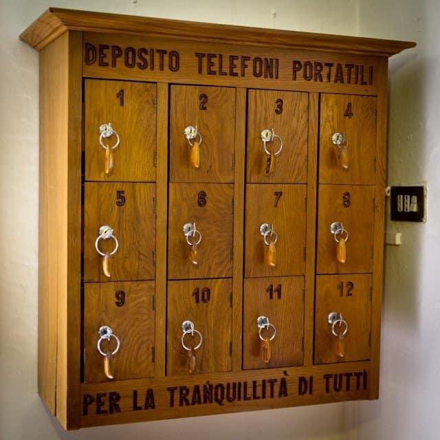 Osteria di Rubbiara phone locker