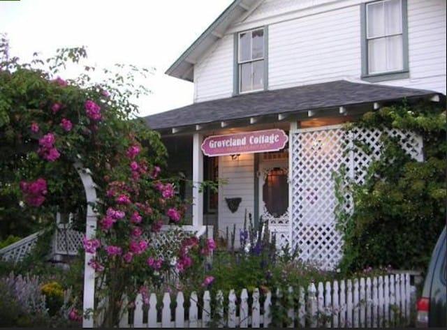 Groveland Cottage in Sequim, Washington