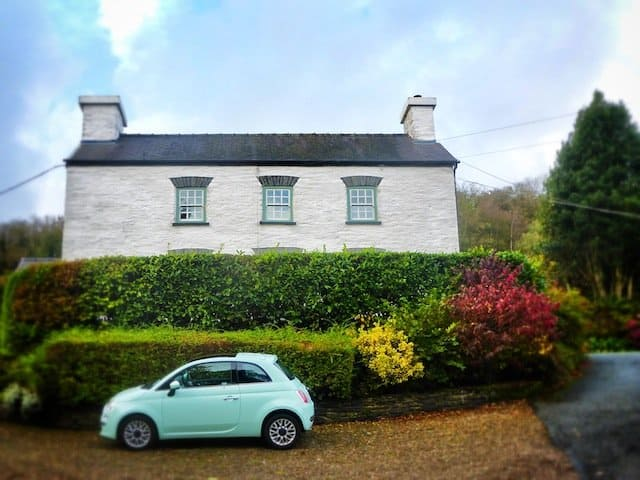 Cosy dog friendly Cottage in Pembrokeshire