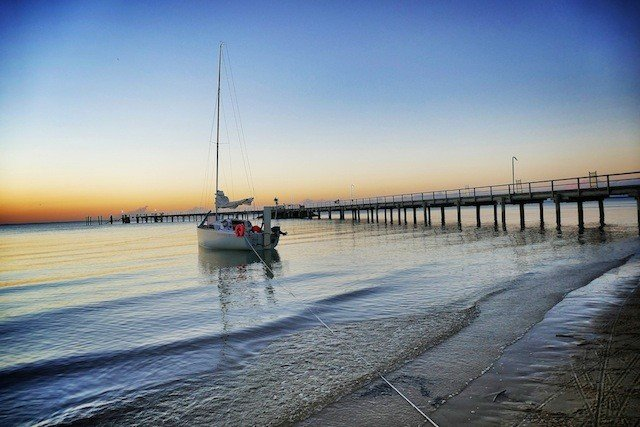 Boat-at-Kingfisher-Bay-Fraser-Island11