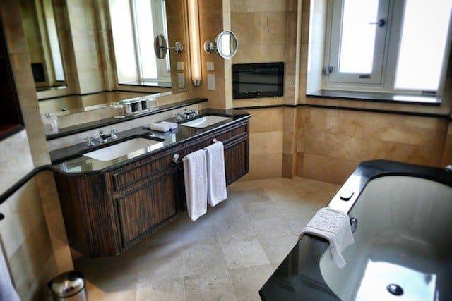 Steigenberger Frankfurter Hof Hotel bathroom