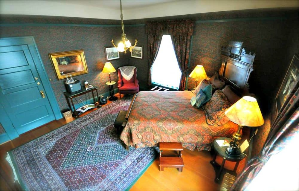 A hip bed and breakfast in Portland