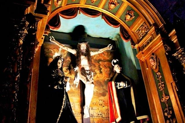 The theatrical religious figures at Santa Maria church in Muros