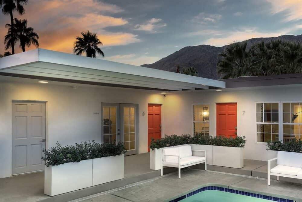 Retro modern hotel in Palm Springs