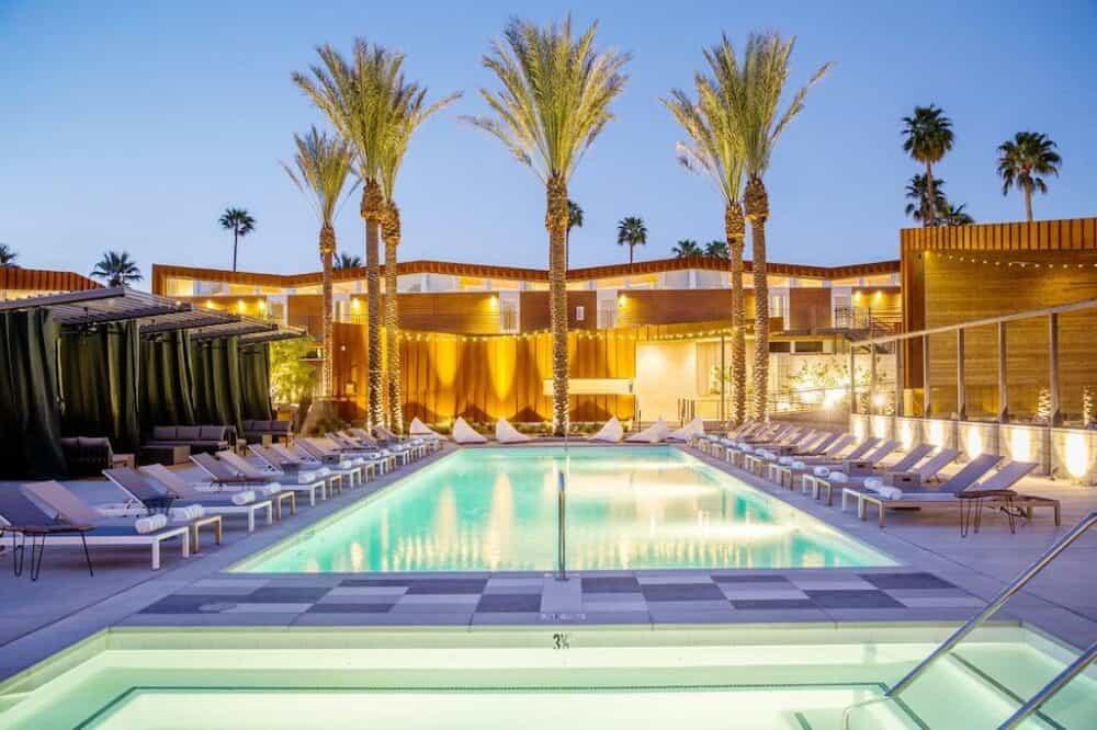 Trendy modern hotel Palm Springs