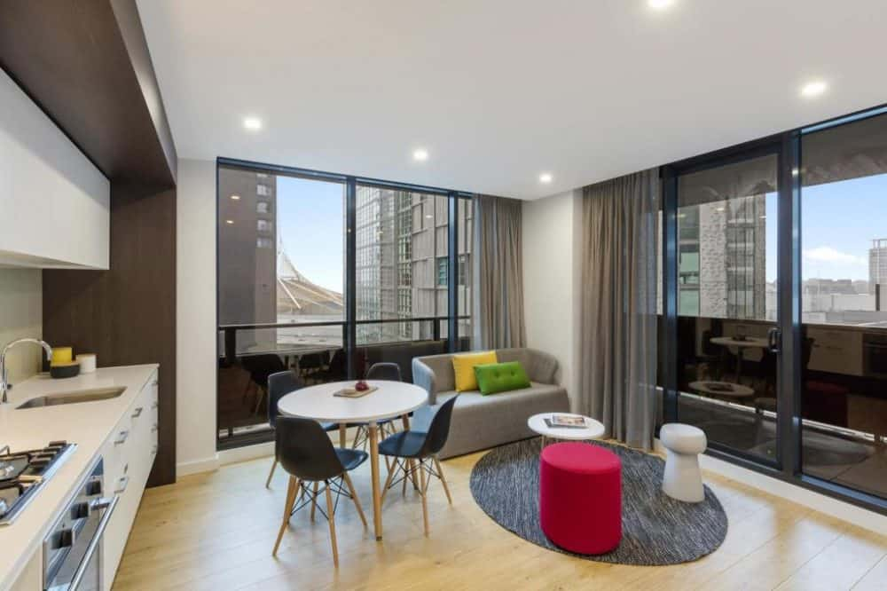 Oaks Wrap on Southbank - a chic all apartment design hotel