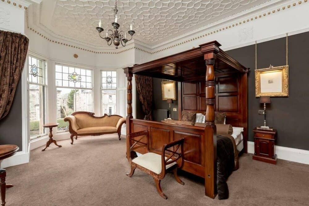 Romantic guest house in Edinburgh