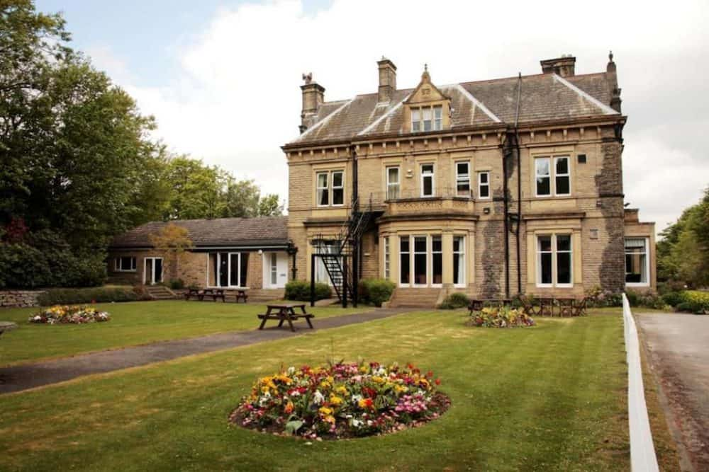 Top 15 dog friendly hotels in the Peak District Global Grasshopper