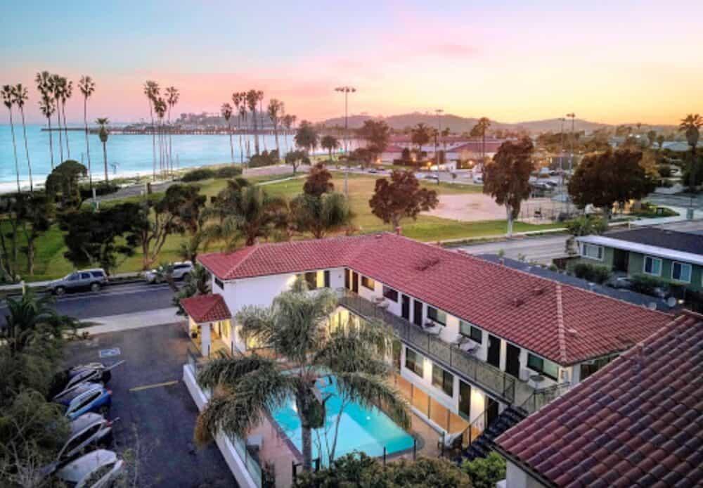 Blue Sands Inn - dog friendly hotel in Santa Barbara