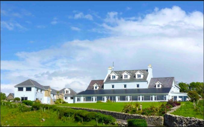 An elegant dog-friendly Irish hotel overlooking the ocean