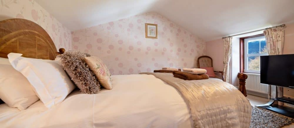 A pet friendly hotel overlooking Loch Alvie and Cairngorm National Park