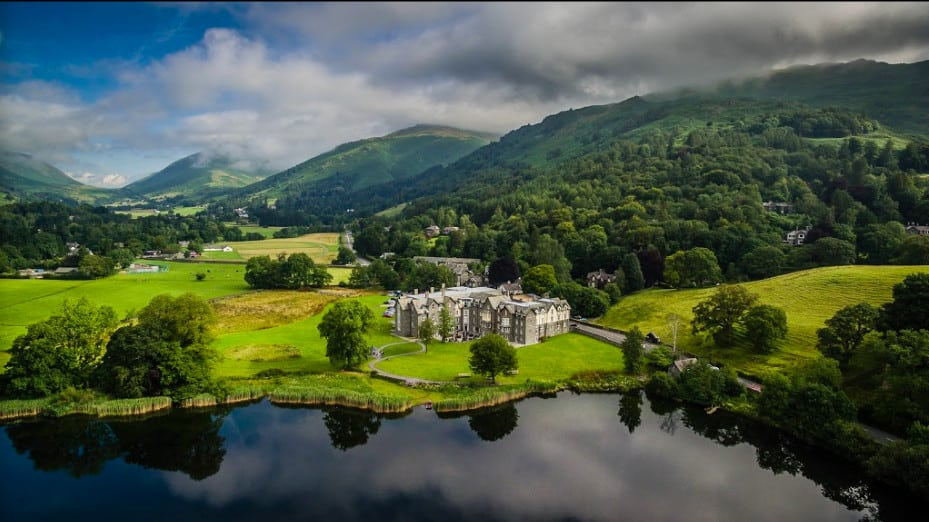 An upscale pet-friendly hotel located on Grassmere water