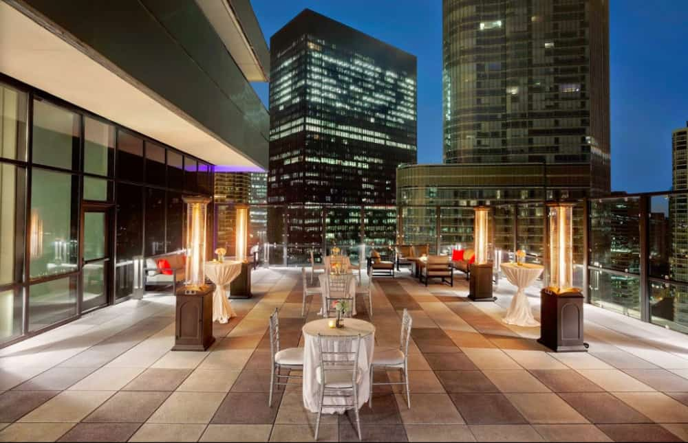 A modern pet-friendly hotel in Downtown Chicago