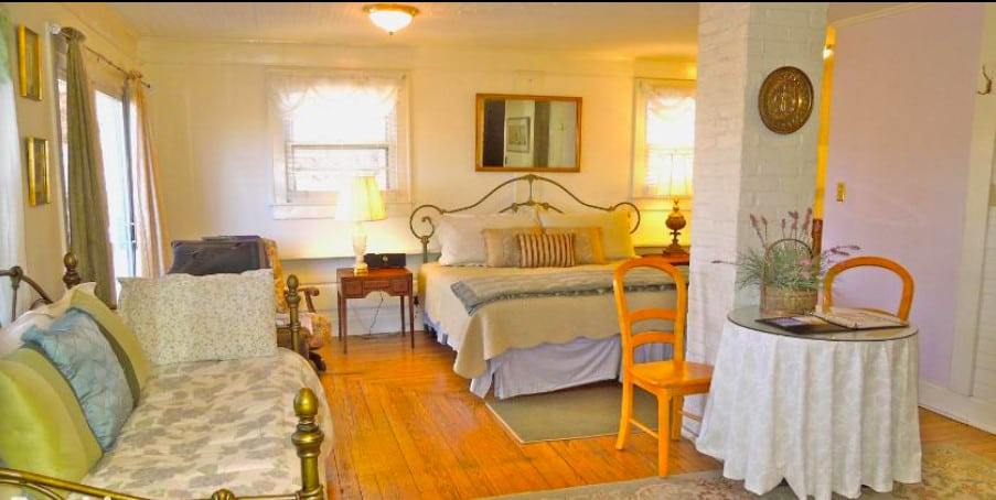 A dog-friendly Asheville B&B a mile from the River Arts District