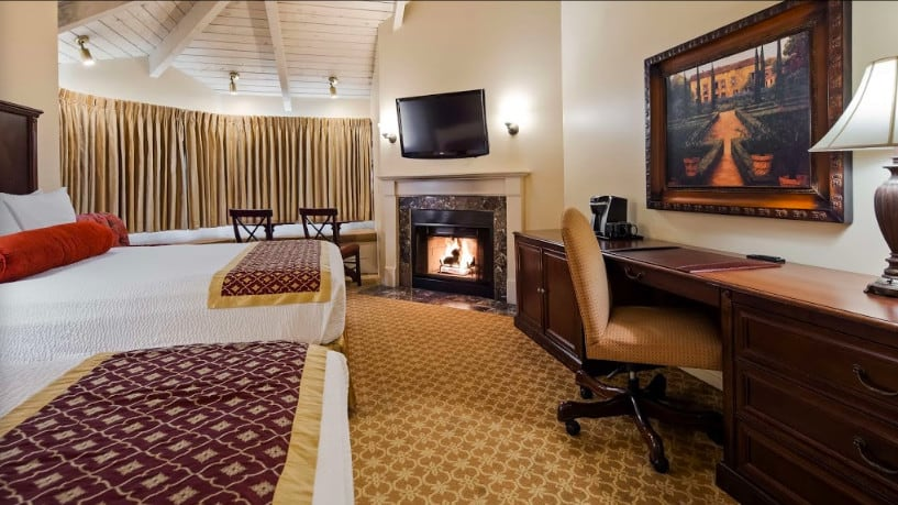 Cozy dog friendly hotel in Monterey
