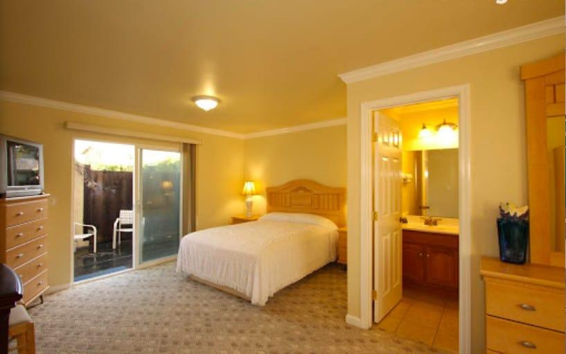 Low budget pet friendly hotel in Monterey