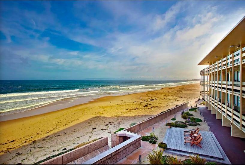 Beachfront dog friendly hotel in Monterey