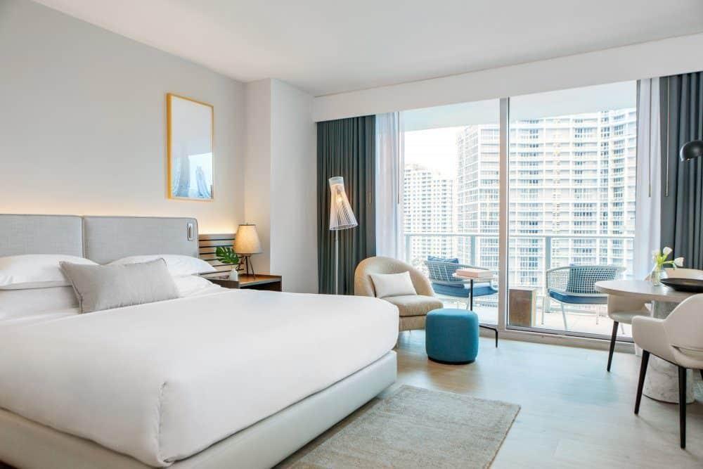 Modern pet-friendly hotel on Miami River