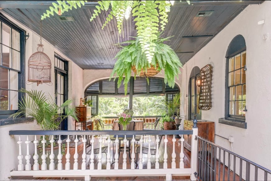 Charming pet-friendly guest house in Charleston