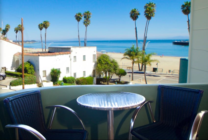 Ocean front pet friendly hotel in Santa Cruz